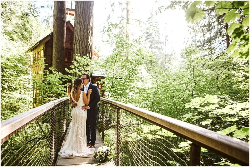 An Early Summer TreeHouse Point Wedding